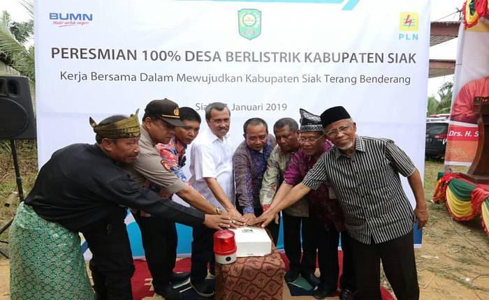 syamsuar resmikan listrik kampung - Publiknews